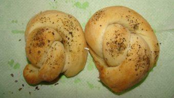 Knotted Garlic Bread Recipe